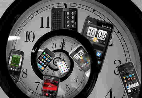 逆时针:Lumia 825,Moto Nexus 5,Xiaomi,Beats
