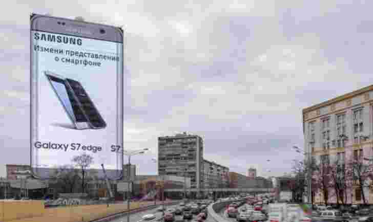 Galaxy S7边缘建筑物的大小是三星在莫斯科的最新广告