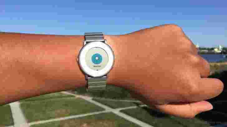 最新的Pebble时间更新带来了天气应用程序,更准确的健康跟踪和火emoji